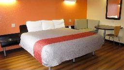 Motel 6 room pic 2017
